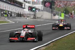Heikki Kovalainen, McLaren Mercedes y Sebastian Vettel, Red Bull Racing
