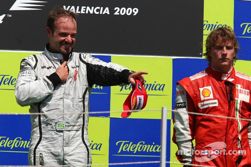 Podium: Sieger Rubens Barrichello mit Kimi Räikkönen
