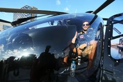 Daniel Ricciardo, Red Bull Racing bereitet sich auf einen Hubschrauberflug vor
