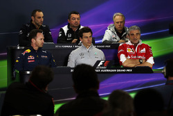 Cyril Abiteboul, Renault Sport F1 Director, Eric Boullier, McLaren Director de Carrera; Gene Haas, Presidente de Haas Automotion, Christian Horner, Red Bull Racing Director del equipo, Toto Wolff, Mercedes AMG F1 Accionista y Director Ejecutivo, Maurizio A