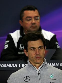 Toto Wolff, Mercedes AMG F1 Accionista y Director Ejecutivo en conferencia de prensa de la FIA