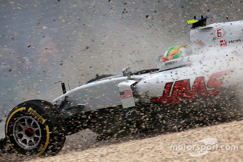 Esteban Gutierrez, Haas F1 Team VF-16 corre hacia afuera