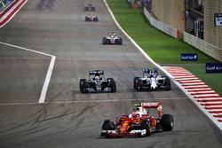 Kimi Räikkönen, Ferrari SF16-H, Lewis Hamilton, Mercedes AMG F1 Team W07 und Valtteri Bottas, Williams FW38