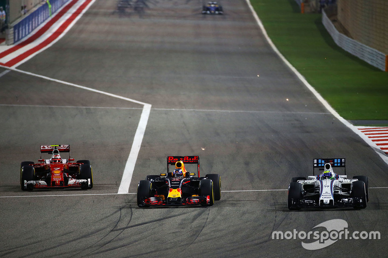 Kimi Raikkonen, Ferrari SF16-H, Daniel Ricciardo, Red Bull Racing RB12 y Felipe Massa, Williams FW38