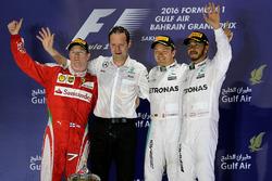 Podio: il vincitore della gara Nico Rosberg, Mercedes AMG F1 secondo Kimi Raikkonen, Ferrari, terzo Lewis Hamilton, Mercedes AMG F1 Team