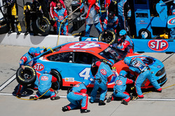 Aric Almirola, Richard Petty Motorsports Ford pit action