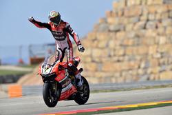 Le vainqueur Chaz Davies, Aruba.it Racing - Ducati Team fête sa victoire