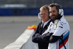 Stefan Reinhold, Teamchef BMW Team RMG und Timo Glock, BMW Team RMG, BMW M4 DTM