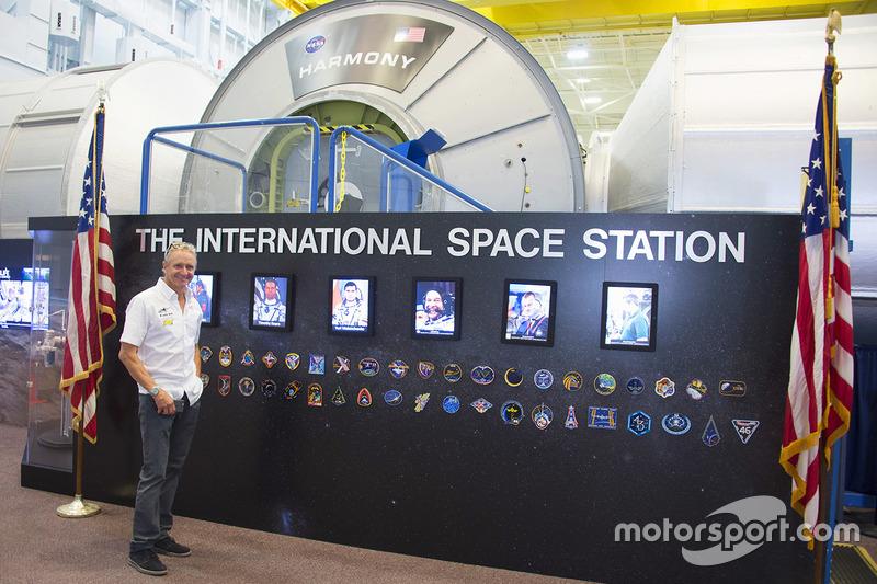 Kevin Schwantz durante una visita a la NASA Johnson Space Center