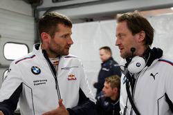 Martin Tomczyk, BMW Team Schnitzer, BMW M4 DTM und Ingenieur Michael Koelbl