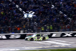 Checkered flag for Kyle Busch, Joe Gibbs Racing Toyota