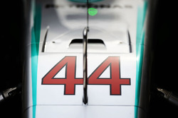 Машина Mercedes AMG F1 W07 Льюиса Хэмилтона