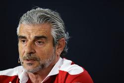 Maurizio Arrivabene, Ferrari-Teamchef, in der Pressekonferenz