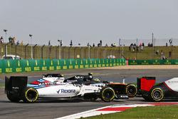 Valtteri Bottas, Williams FW38 und Sergio Perez, Sahara Force India F1 VJM09 im Positionskampf