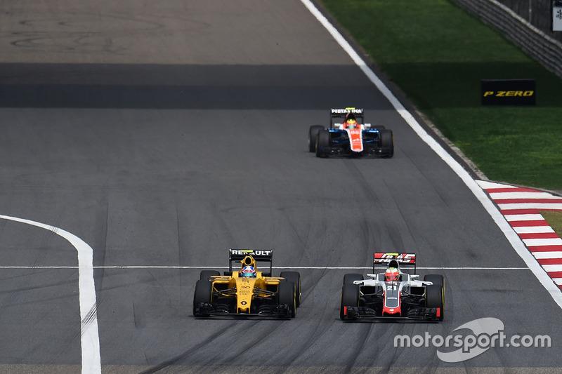 Jolyon Palmer, Renault Sport F1 Team RS16 y Esteban Gutierrez, Haas F1 Team VF-16