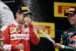 Podium: segundo, Sebastian Vettel, Ferrari y tercero, Daniil Kvyat, Red Bull Racing