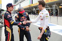Daniel Ricciardo, Red Bull Racing, Carlos Sainz Jr., Scuderia Toro Rosso, y Max Verstappen, Scuderia Toro Rosso