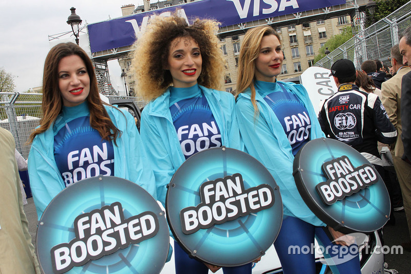 Fan boost grid girl