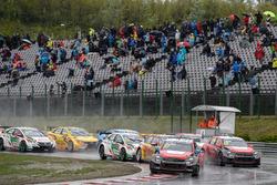 Старт гонки - Хосе-Мария Лопес, Citroën World Touring Car Team, Citroën C-Elysée WTCC лидирует