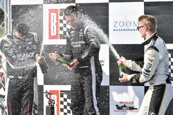 Podium: Sieger Simon Pagenaud, Team Penske Chevrolet, mit Graham Rahal, Rahal Letterman Lanigan Racing Honda, und Josef Newgarden, Ed Carpenter Racing Chevrolet