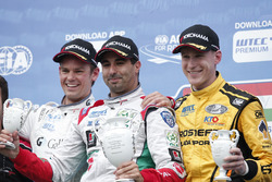 Podium: tweede Tom Chilton, Sébastien Loeb Racing, Citroën C-Elysée WTCC; Winnaar Mehdi Bennani, Sébastien Loeb Racing, Citroën C-Elysée WTCC; derde Nicky Catsburg, LADA Sport Rosneft, Lada Vesta