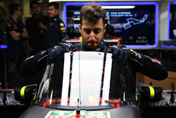 Daniel Ricciardo, Red Bull Racing RB12 met scherm