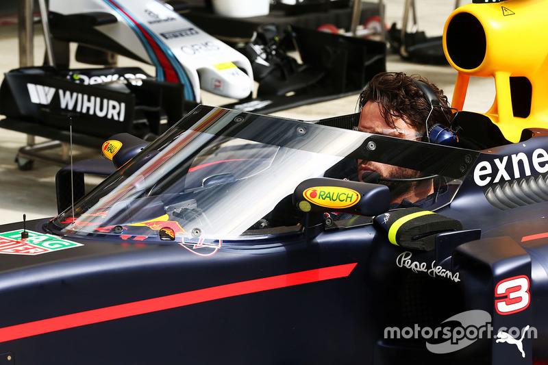 Daniel Ricciardo, Red Bull Racing RB12, Aeroscreen