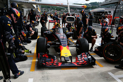 Daniel Ricciardo, Red Bull Racing RB12 with the aeroscreen in the pits