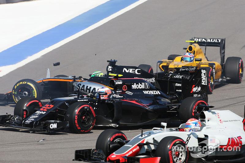 Nico Hülkenberg, Sahara Force India F1 VJM09 sofre acidente na largada em Sochi