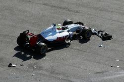Esteban Gutierrez, Haas F1 Team VF-16 crash bij de start
