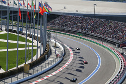 Valtteri Bottas, Williams FW38 lidera a Kimi Raikkonen, Ferrari SF16-H y a Lewis Hamilton, Mercedes AMG F1 Team W07