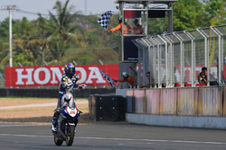 Race 1 Asia Production 250cc pemenang Apiwat Wongthananon