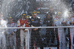 Podium: race winners Jules Szymkowiak, Bernd Schneider, second place Franck Perera, Marlon Stockinger, third place Enzo Ide, Christopher Mies