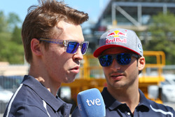 Daniil Kvyat, Scuderia Toro Rosso met ploegmaat Carlos Sainz Jr, Scuderia Toro Rosso