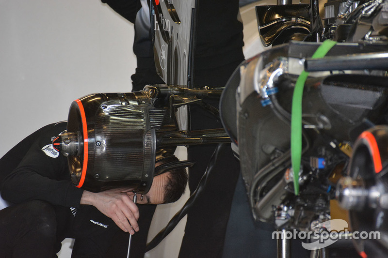 McLaren MP4-31, hintere Aufhängung