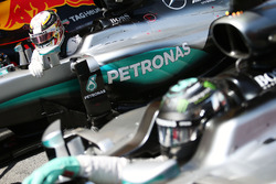 Pole sitter Lewis Hamilton, Mercedes AMG F1 W07 Hybrid in parc ferme with team mate Nico Rosberg, Mercedes AMG F1 W07 Hybrid