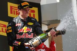Il vincitore Max Verstappen, Red Bull Racing festeggia sul podio