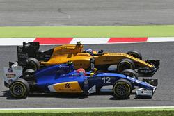 Felipe Nasr, Sauber C35 and Jolyon Palmer, Renault Sport F1 Team RS16