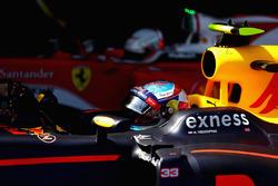Max Verstappen, Red Bull Racing viert zijn eerste overwinning in parc ferme