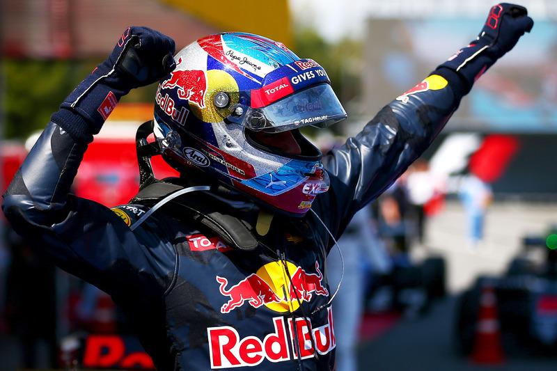 Max Verstappen, Red Bull Racing fête sa première victoire dans le Parc Fermé