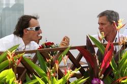 Robert Kubica habla con Daniele Morelli, su manager