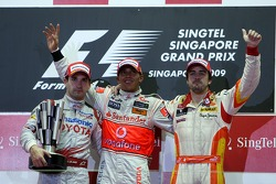 Podium: Sieger Lewis Hamilton, McLaren Mercedes; 2. Timo Glock, Toyota F1 Team; 3. Fernando Alonso, Renault F1 Team