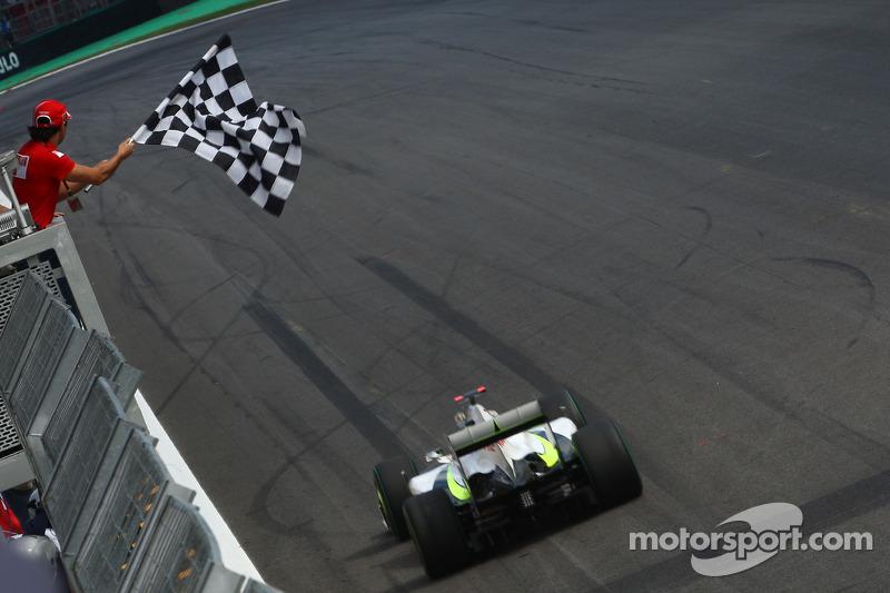 Felipe Massa, Scuderia Ferrari flags Jenson Button, Brawn GP