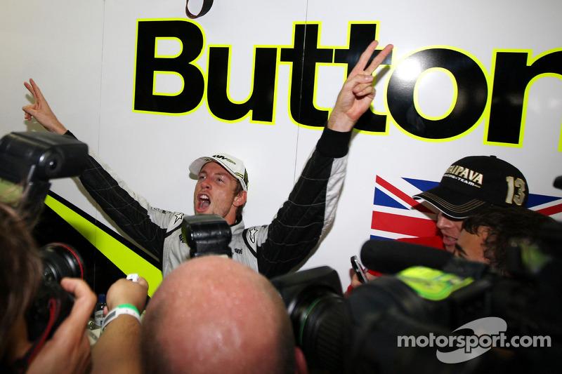 Jenson Button, BrawnGP celebra al ganar el Campeonato Mundial