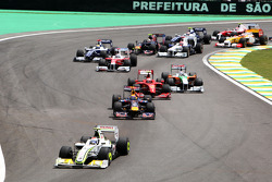Rubens Barrichello, BrawnGP leads at the start