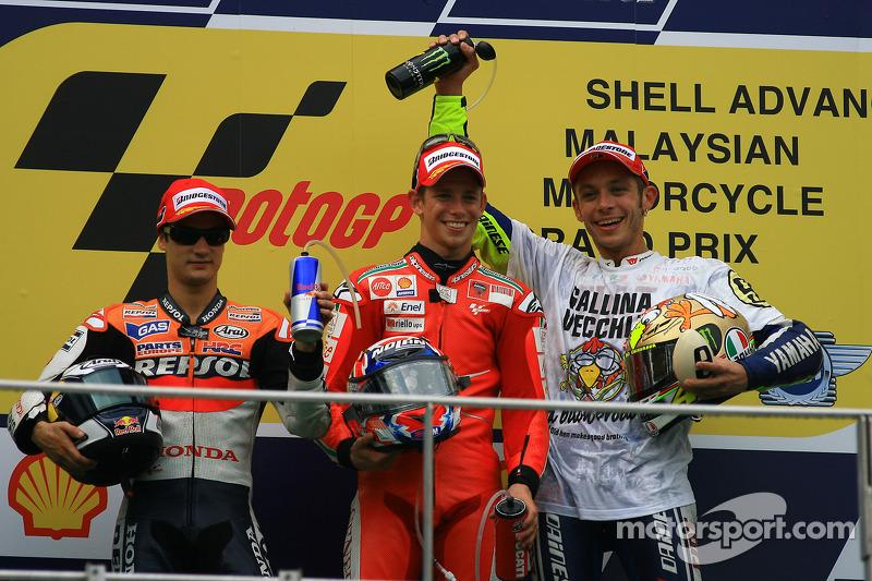 Podio: ganador de la carrera Casey Stoner, Ducati Marlboro Team, el segundo lugar Dani Pedrosa, Repsol Honda Team, y el tercer lugar y Campeón del mundo 2009 de MotoGP Valentino Rossi, Fiat Yamaha Team