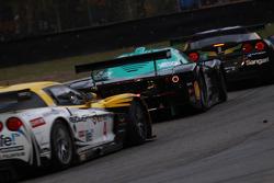 #1 Vitaphone Racing Team Maserati MC 12: Michael Bartels, Andrea Bertolini, #4 PK Carsport Corvette C6R: Mike Hezemans, Anthony Kumpen