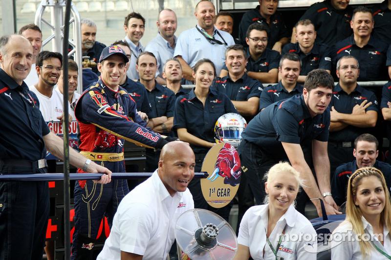 Scuderia Toro Rosso teamfoto, Franz Tost, Scuderia Toro Rosso, Teambaas, Sebastien Buemi, Scuderia Toro Rosso