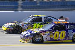 Greg Biffle, Roush Fenway Racing Ford, David Reutimann, Michael Waltrip Racing Toyota