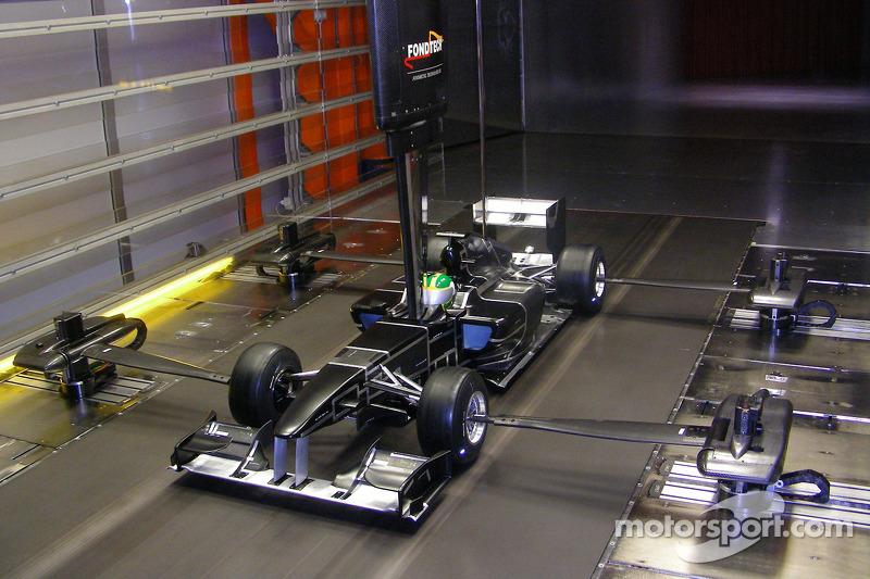 Модель Lotus F1 Racing в аэродинамической трубе